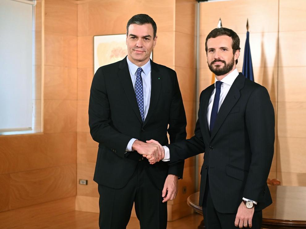 """Casado dice a Sánchez que no será """"coartada"""": """"Nadie entendería que el PP facilite un gobierno con los comunistas"""""""