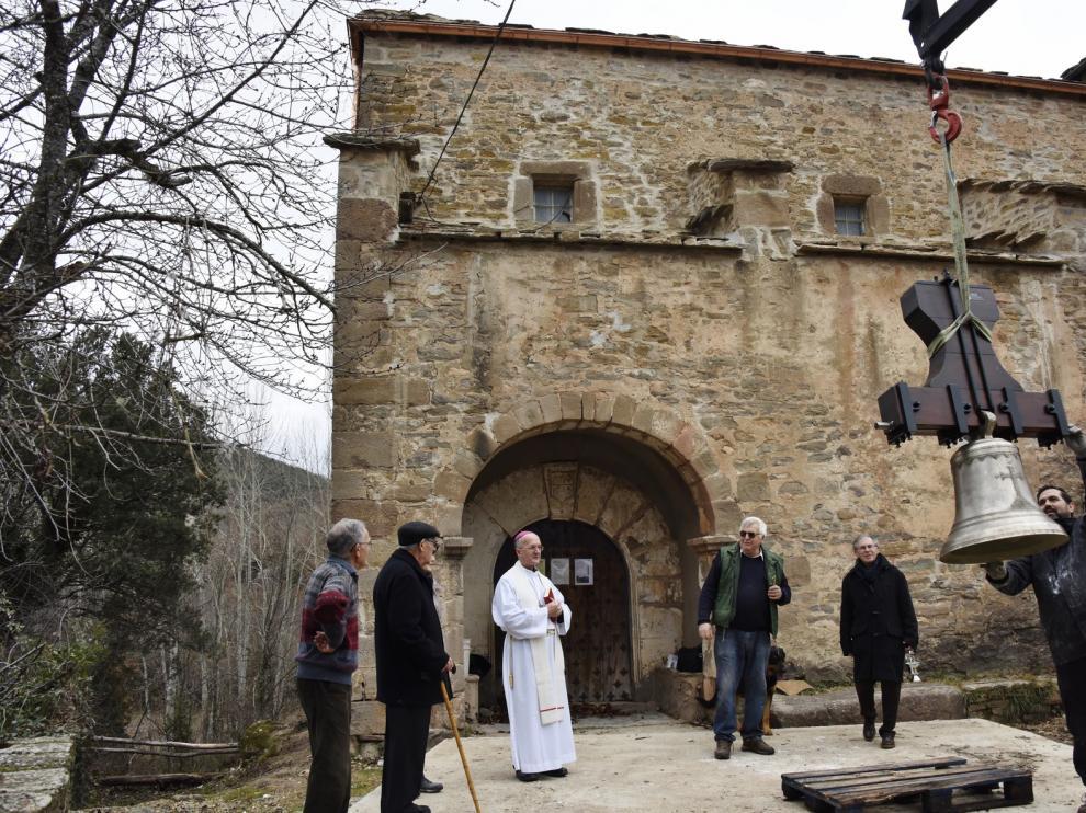 Nocito recupera el sonido de una campana de su iglesia parroquial
