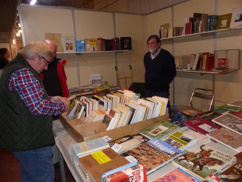 La Feria del Libro Aragonés nutre de nuevos volúmenes a la Biblioteca Municipal de Monzón