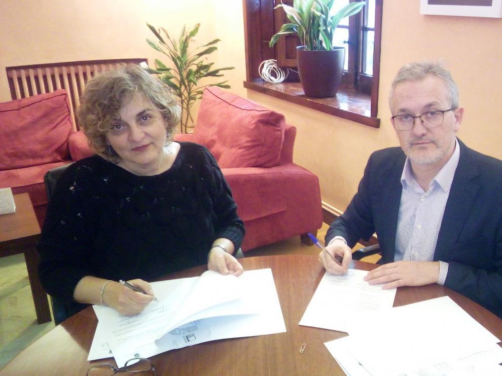 Comarca y Ayuntamiento de Jaca firman el convenio para desarrollar los programas de Infancia y Juventud