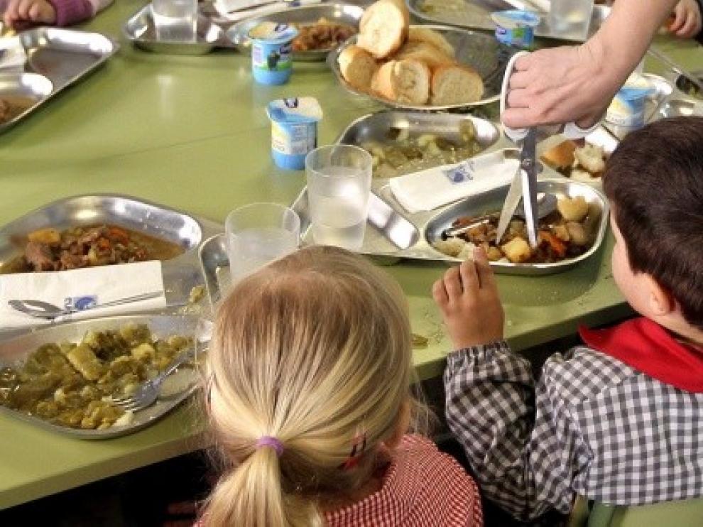 El Gobierno aragonés concede 11.452 becas de comedor de 860 euros por escolar