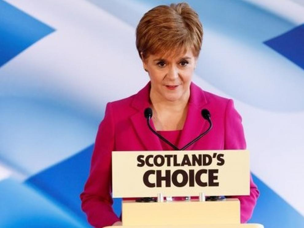 Sturgeon solicita a Johnson un nuevo referéndum de independencia en Escocia