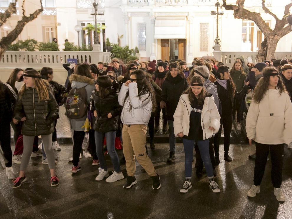 La réplica de 'Un violador de tu camino' congrega a más de 60 mujeres en Huesca
