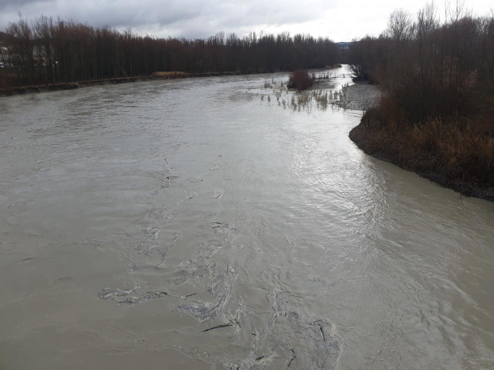 Los ríos del Pirineo bajan con abundante caudal, pero no se han registrado incidentes