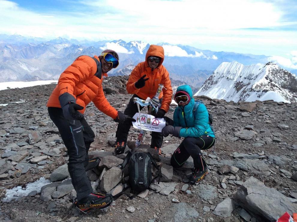 Objetivo cumplido en la cima del Aconcagua