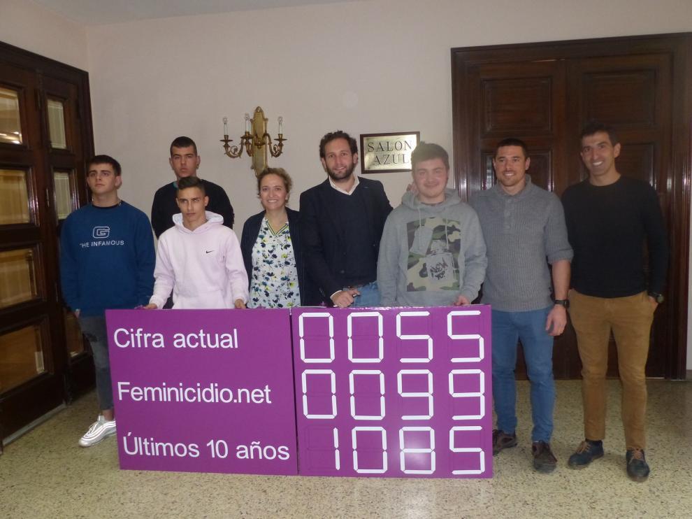 Estudiantes de Monzón crean un contador de la violencia de género