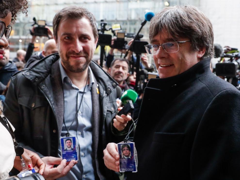 Puigdemont se acredita como eurodiputado junto a Comín