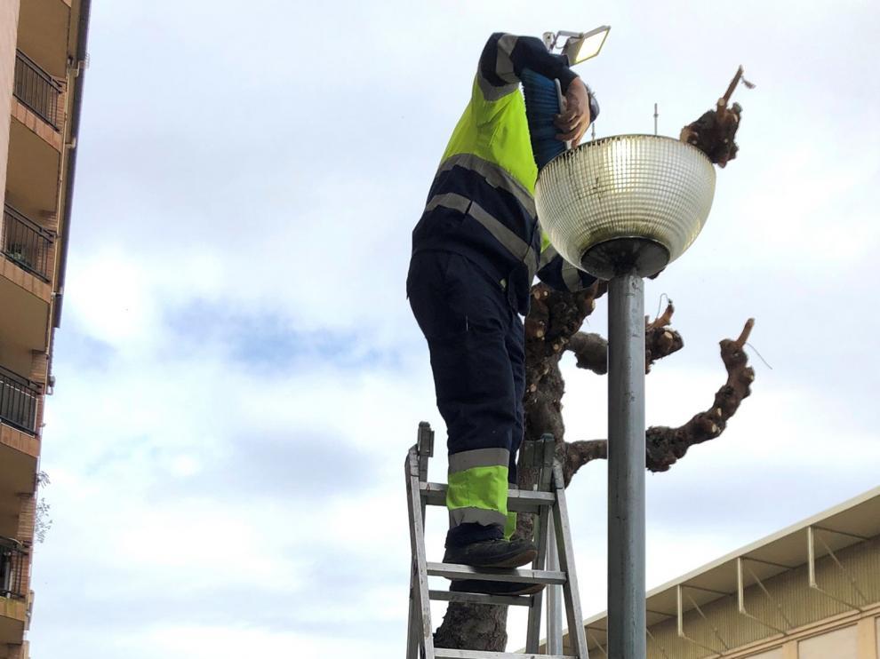 Campaña de reposición de bombillas en Monzón