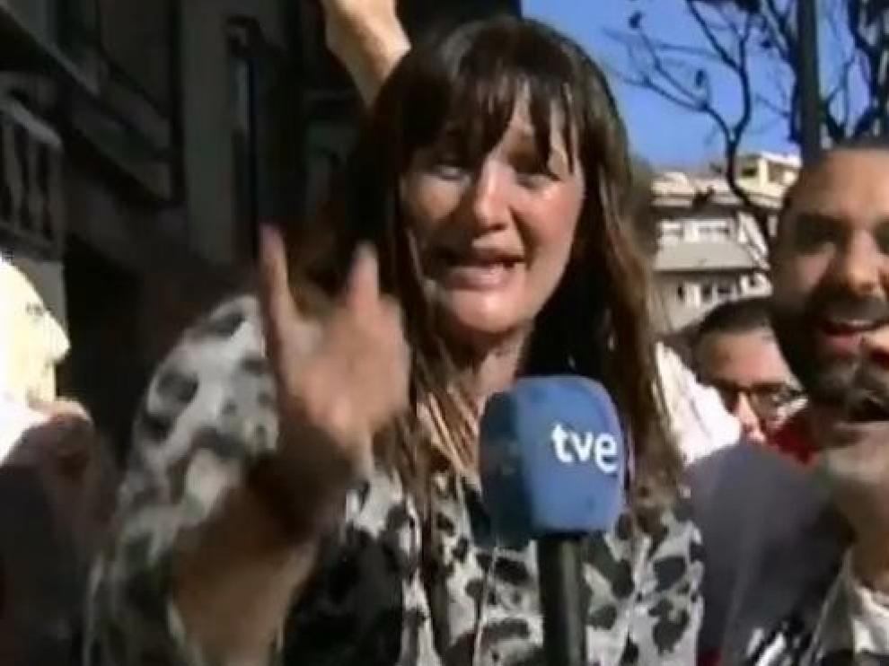 Una reportera de TVE celebra en directo que le ha tocado un pellizco de la lotería