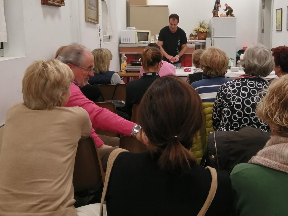 Taller de tapas navideñas en la Asociación de Vecinos de San José en Huesca