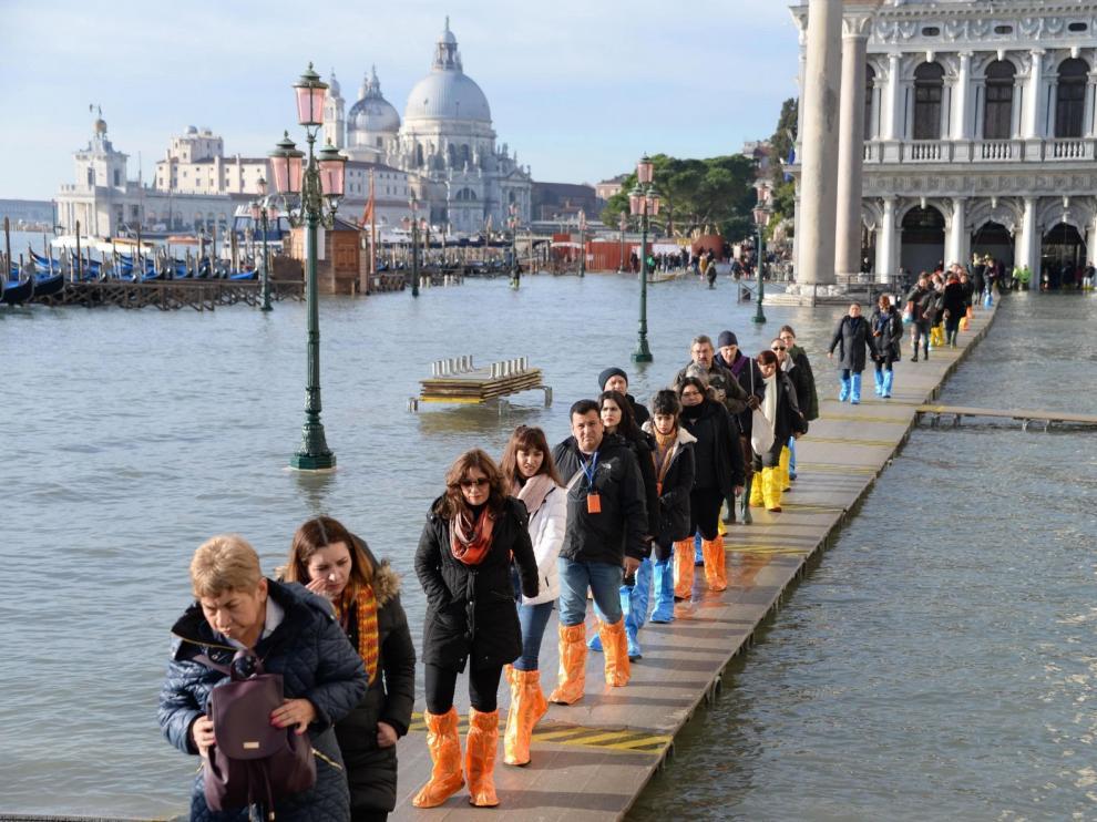 La marea alcanza un nuevo pico en Venecia tras la gran inundación de noviembre