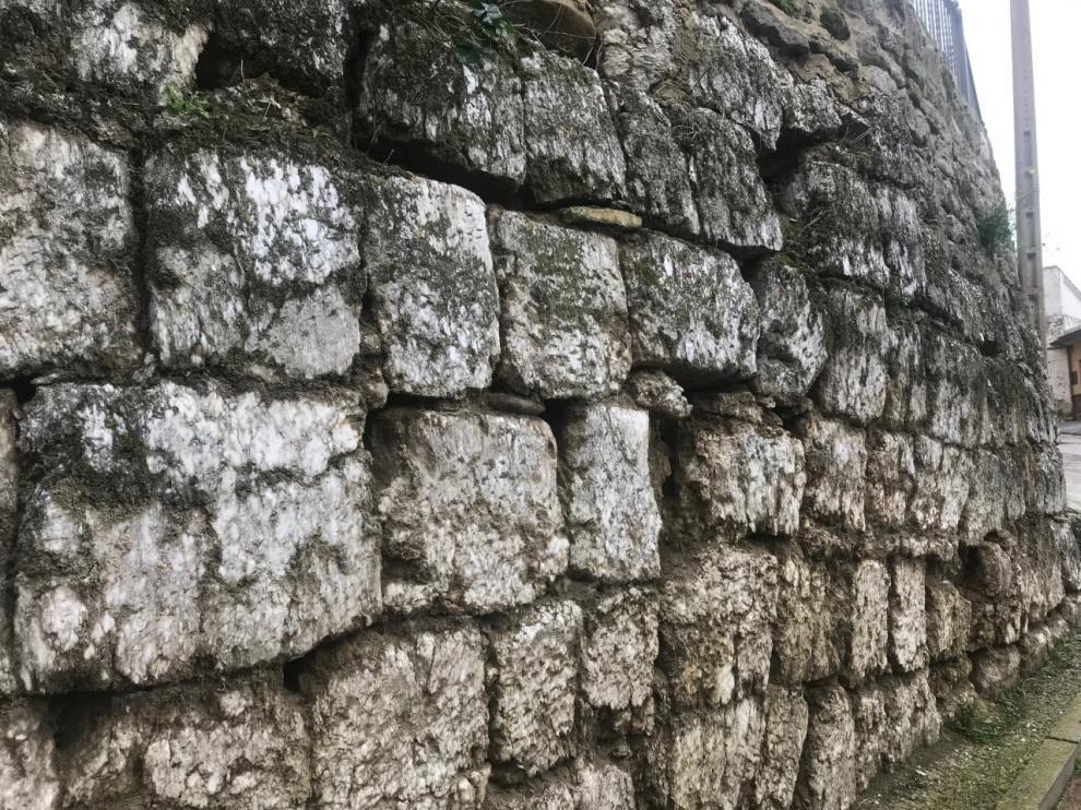 Alcalá de Gurrea busca sumar la muralla a su lista de monumentos declarados BIC