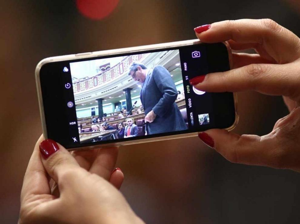 El Congreso recupera 17.500 euros por la venta de los móviles y las tabletas a los diputados salientes