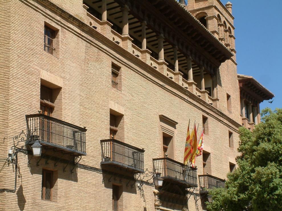 Felipe ordena a los conserjes del ayuntamiento de Huesca trabajar por la tarde
