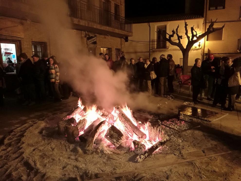 San Esteban de Litera celebra su patrón con el reparto de más de 250 bocadillos de longaniza