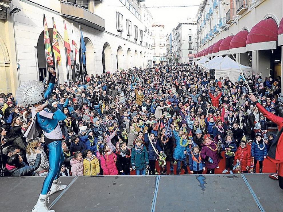 Campanadas infantiles en los Porches de Galicia de Huesca