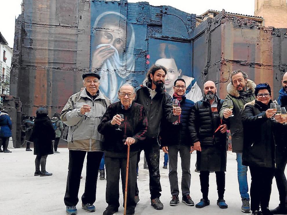 """David Gatta inmortaliza en un mural """"Mujeres en la ventana"""""""