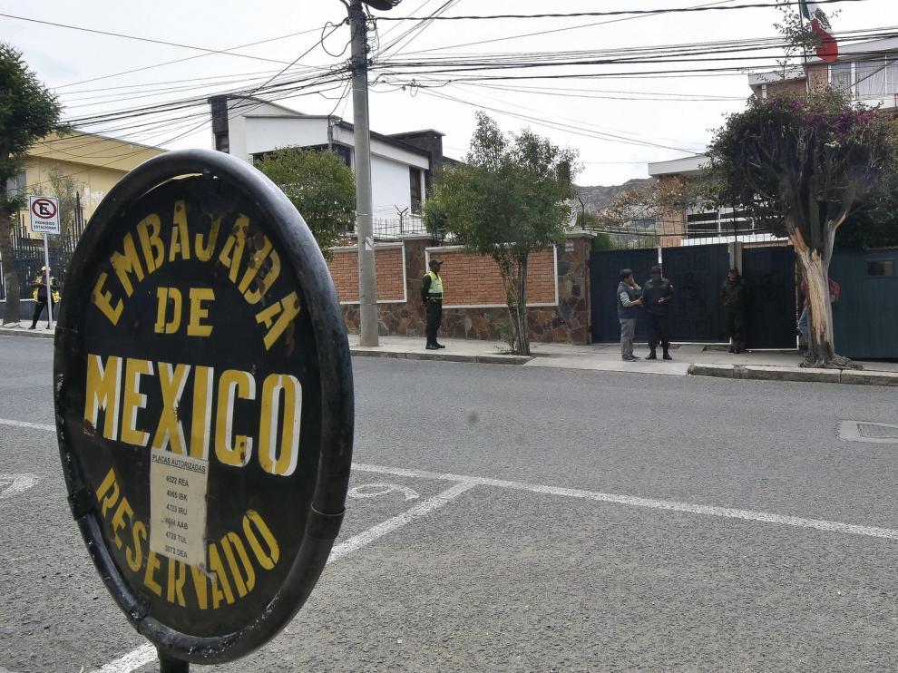 Exteriores niega haber ayudado a asilados bolivianos a salir de la embajada