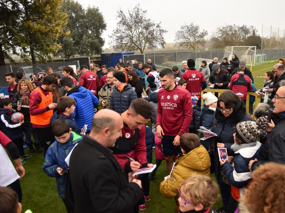GALERÍA DE IMÁGENES del entrenamiento del Huesca de puertas abiertas