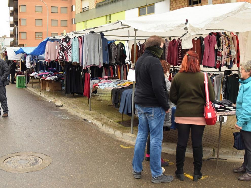 Los vendedores del mercadillo de Huesca proponen trasladarse al centro por las obras del Coso Bajo