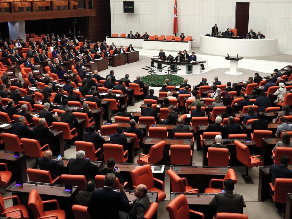 El Parlamento de Turquía autoriza enviar tropas a Libia