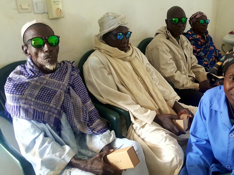 """Unos 320 chadianos consiguen ver """"la luz"""" gracias a Ilumináfrica"""