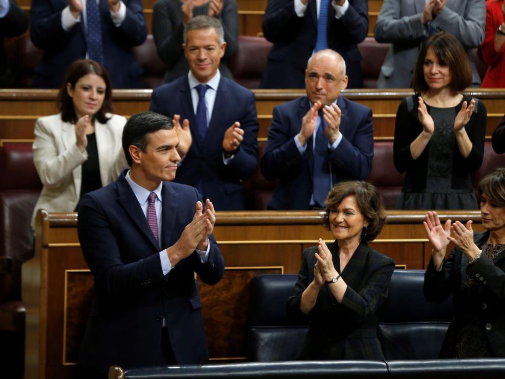 Sánchez encara su investidura en un Congreso crispado y partido en dos