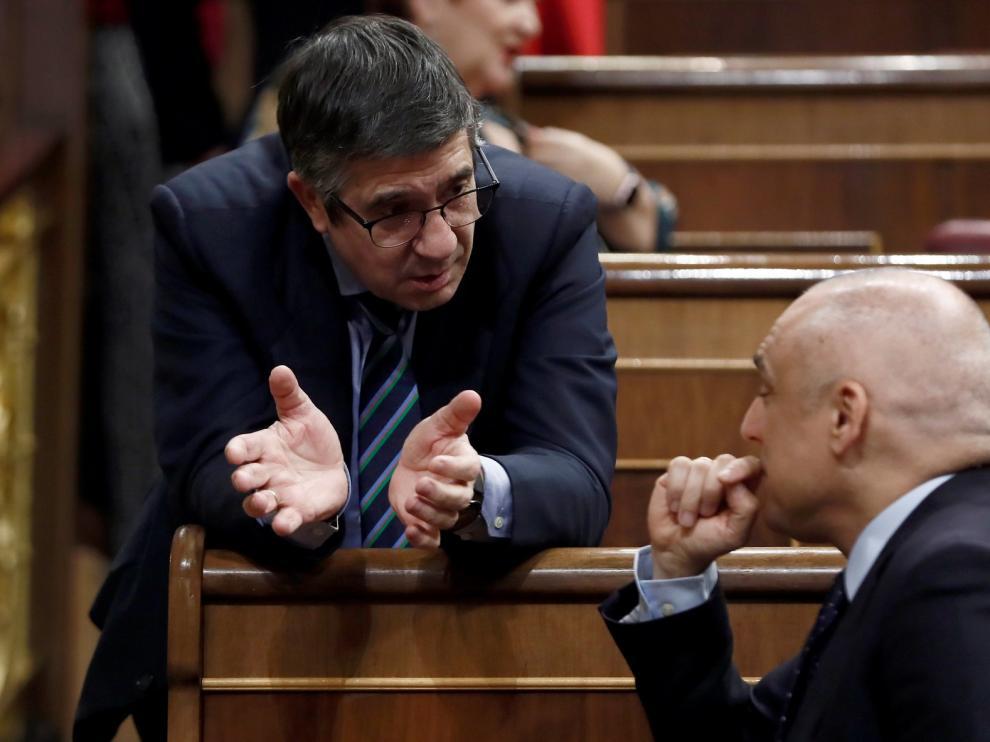 """Diputados del PSOE garantizan su apoyo a Sánchez aunque les llamen """"traidores"""" o """"putas"""""""