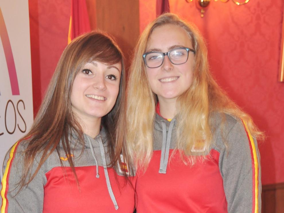 Carmen Pérez y Júlia Tèrmens, jugadoras del Club Hielo Jaca, acuden con ilusión a los Juegos Olímpicos de la Juventud
