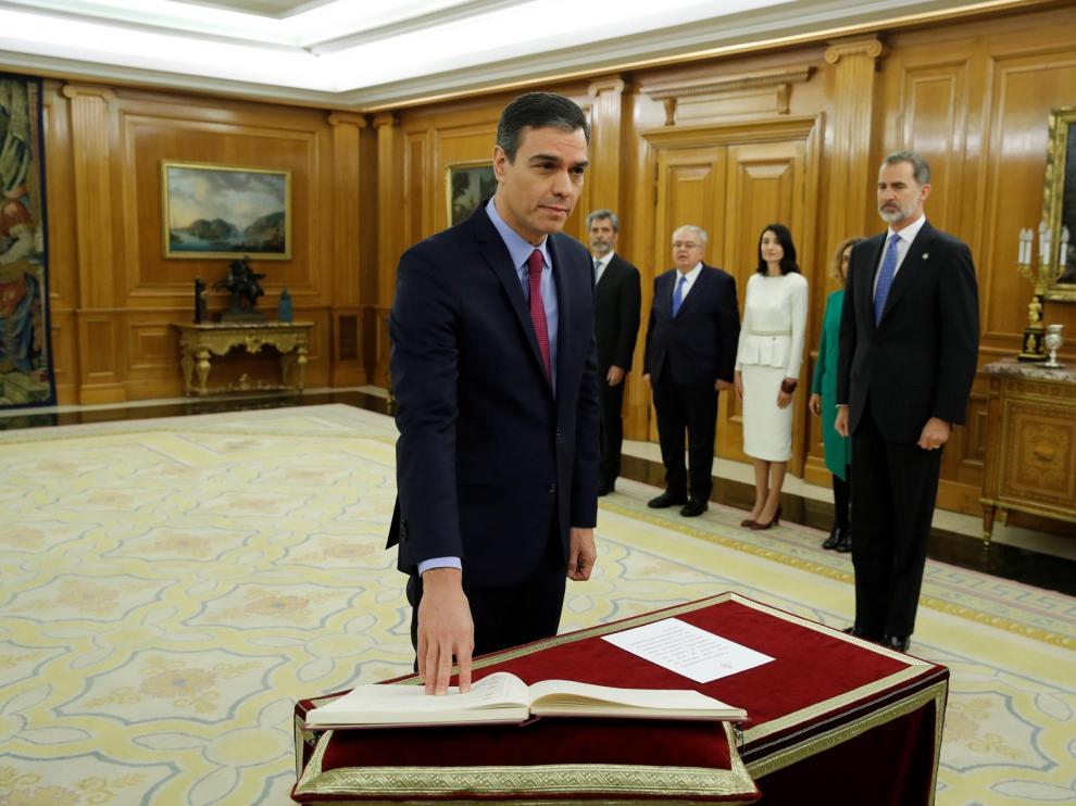 Sánchez promete por segunda vez ante el rey el cargo de jefe del Gobierno sin Biblia ni crucifijo