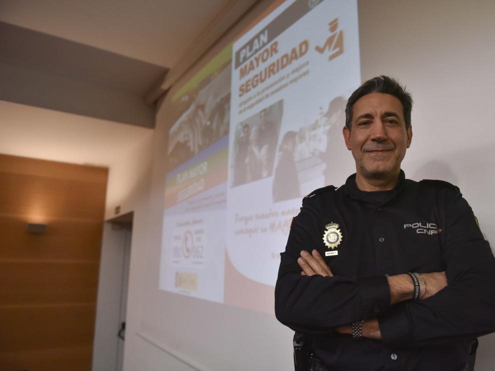 """Emilio Latorre anima en Huesca a los mayores a """"no bajar nunca la guardia"""""""