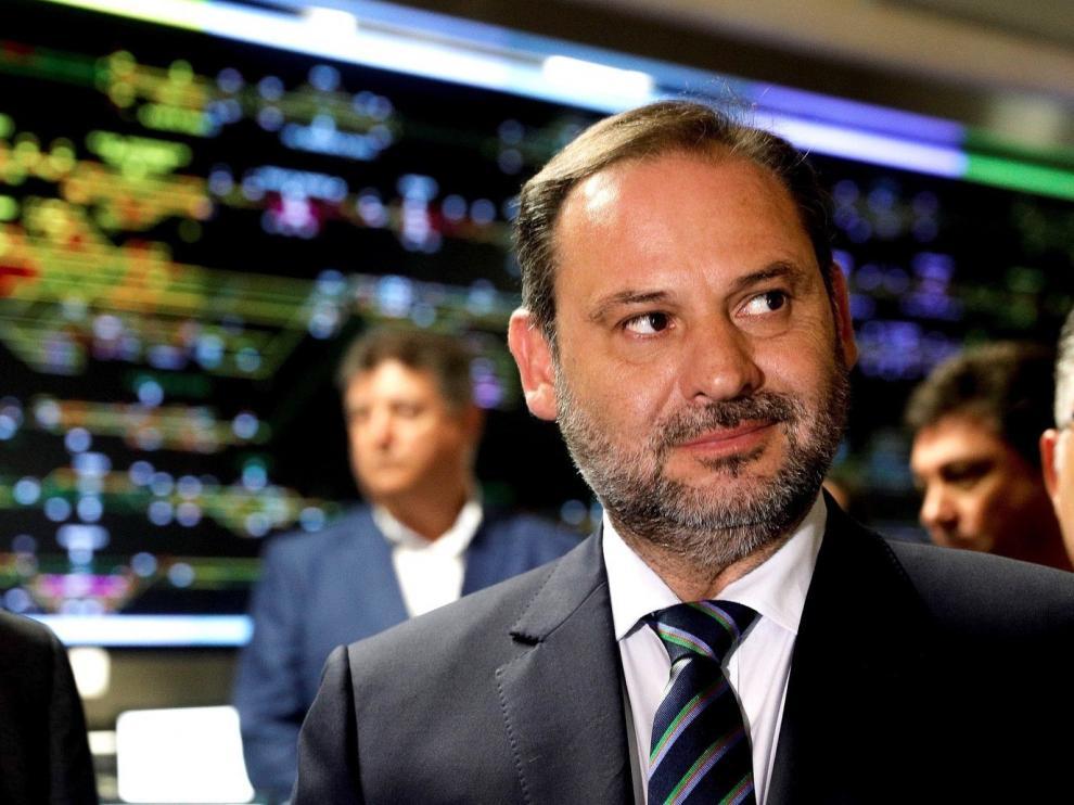 José Luis Ábalos sigue al frente de Fomento, que se convierte en Transporte, Movilidad y Agenda Urbana