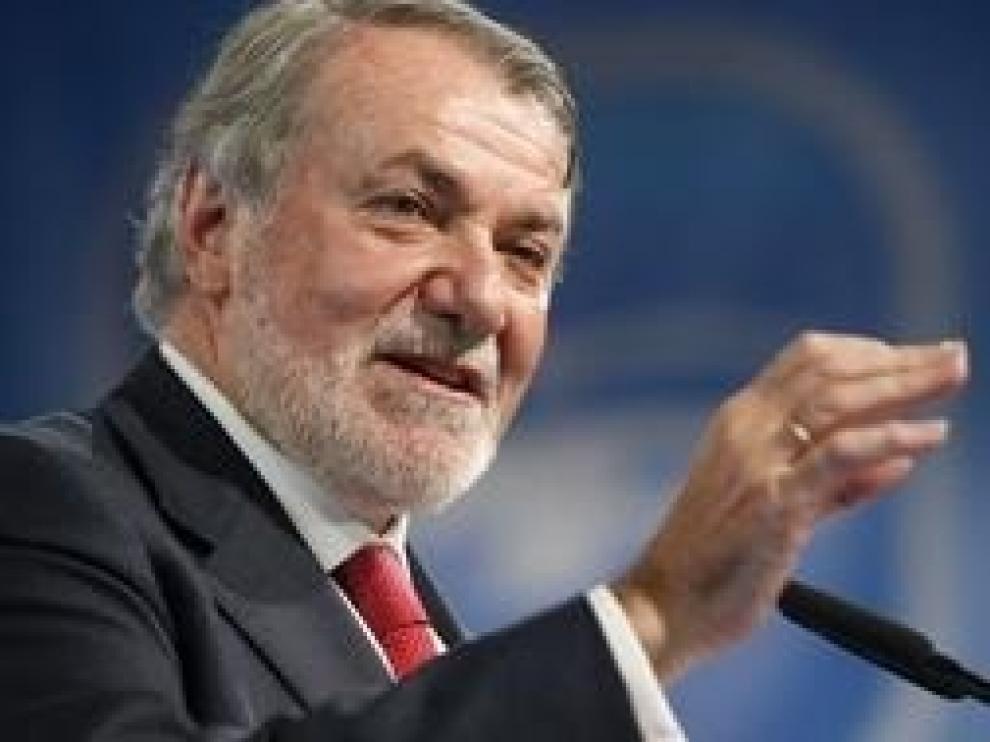 """Mayor Oreja llama a la agrupación de la derecha ante el nuevo Gobierno: """"Un frente popular presidido por la maldad"""""""