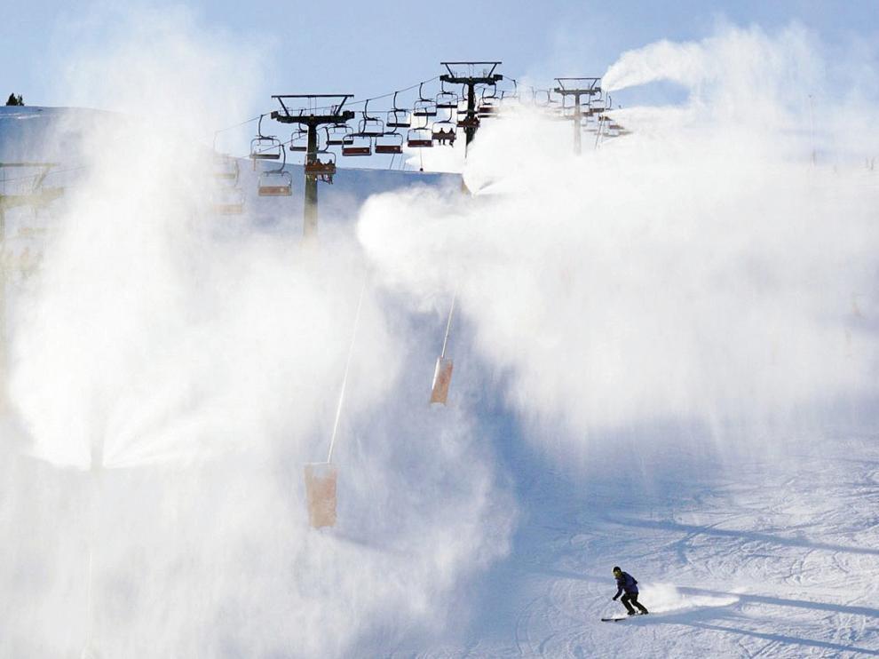 La nieve deja espesores de unos 10 centímetros en el Pirineo