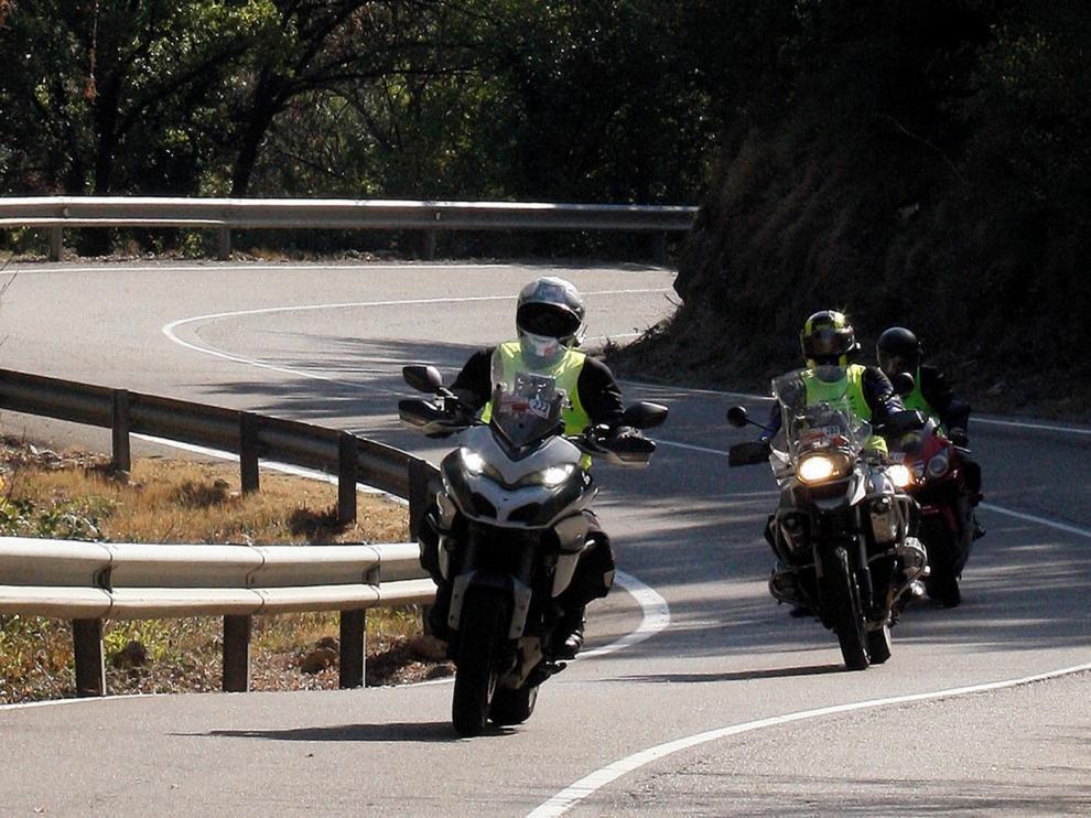 El Moto Club Monrepós recibe en Cantalejo la Leyenda de honor 2020