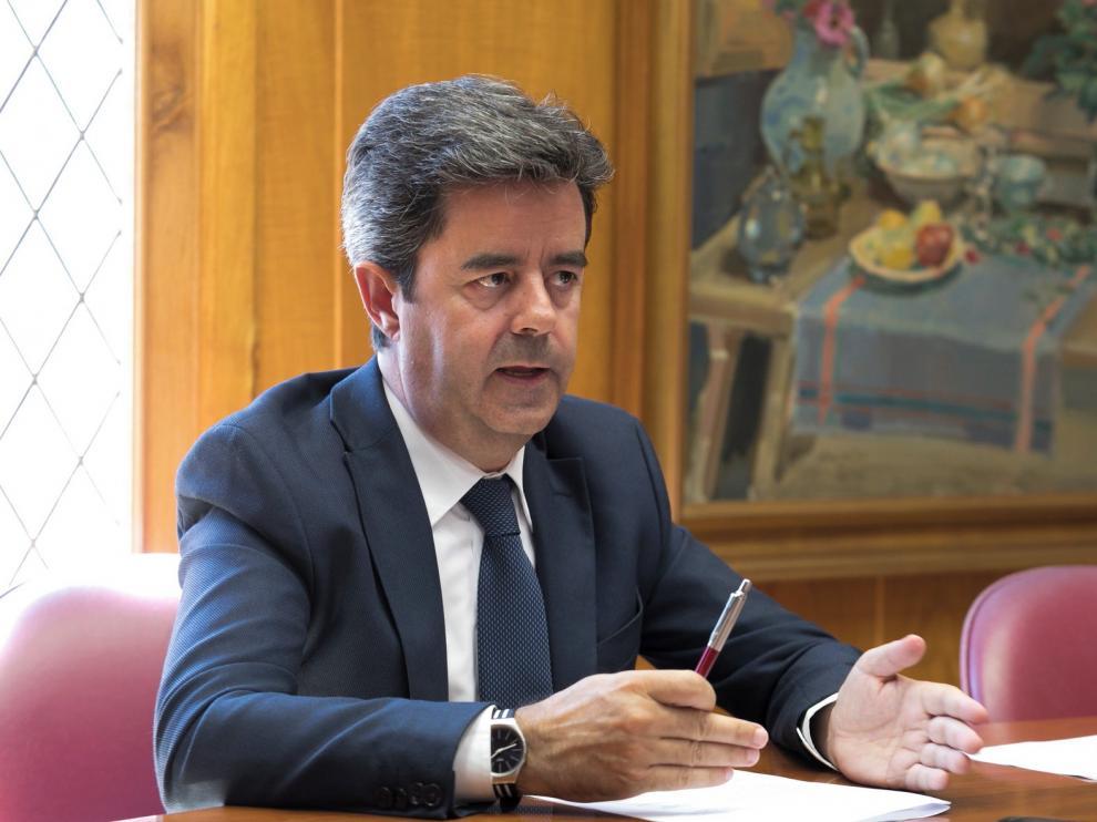 Luis Felipe pide a los presidentes de los gobiernos de España y Aragón recursos económicos para Huesca