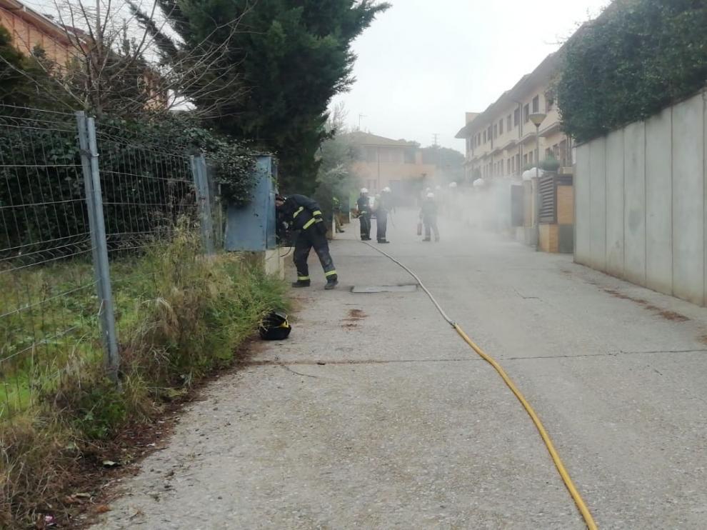 Dos pequeñas explosiones dejan sin gas, luz, ni telefonía a un barrio de Barbastro