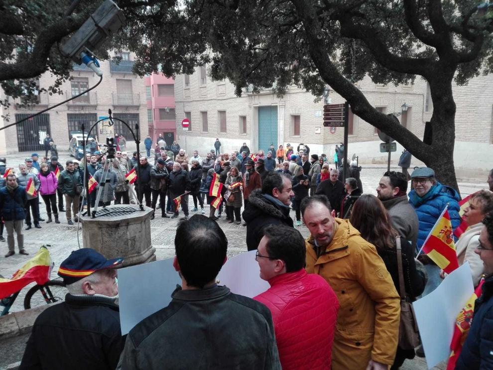 Un centenar de personas en Huesca pide al Gobierno que mantenga la igualdad y la unidad de España