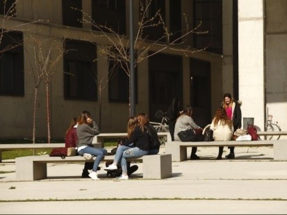 Casi 1.500 estudiantes aragoneses reciben este curso una beca universitaria