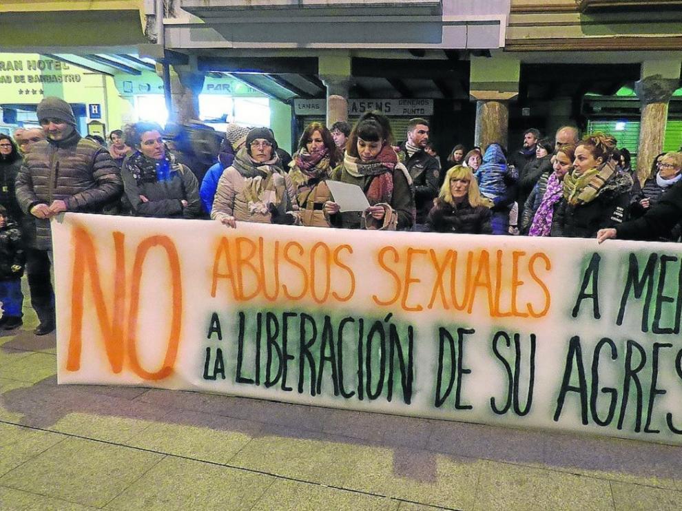 Concentración en Barbastro contra la liberación del acusado de abusos sexuales