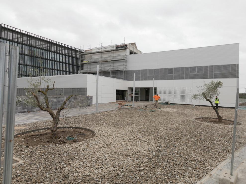El Gobierno de Aragón no garantiza que el Centro de Salud Los Olivos abra ni en verano ni en otoño