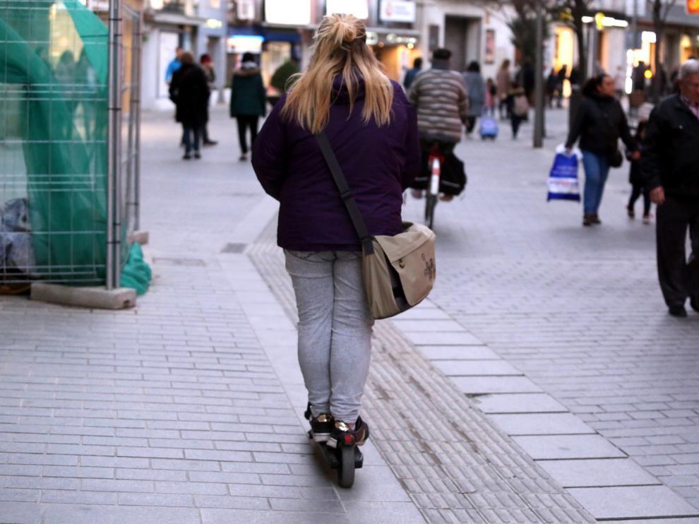 El Consistorio de Huesca afrontará la regulación del uso de los patinetes eléctricos