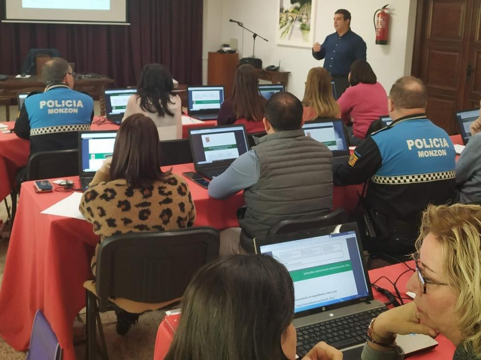 La administración electrónica se empieza a extender por Huesca