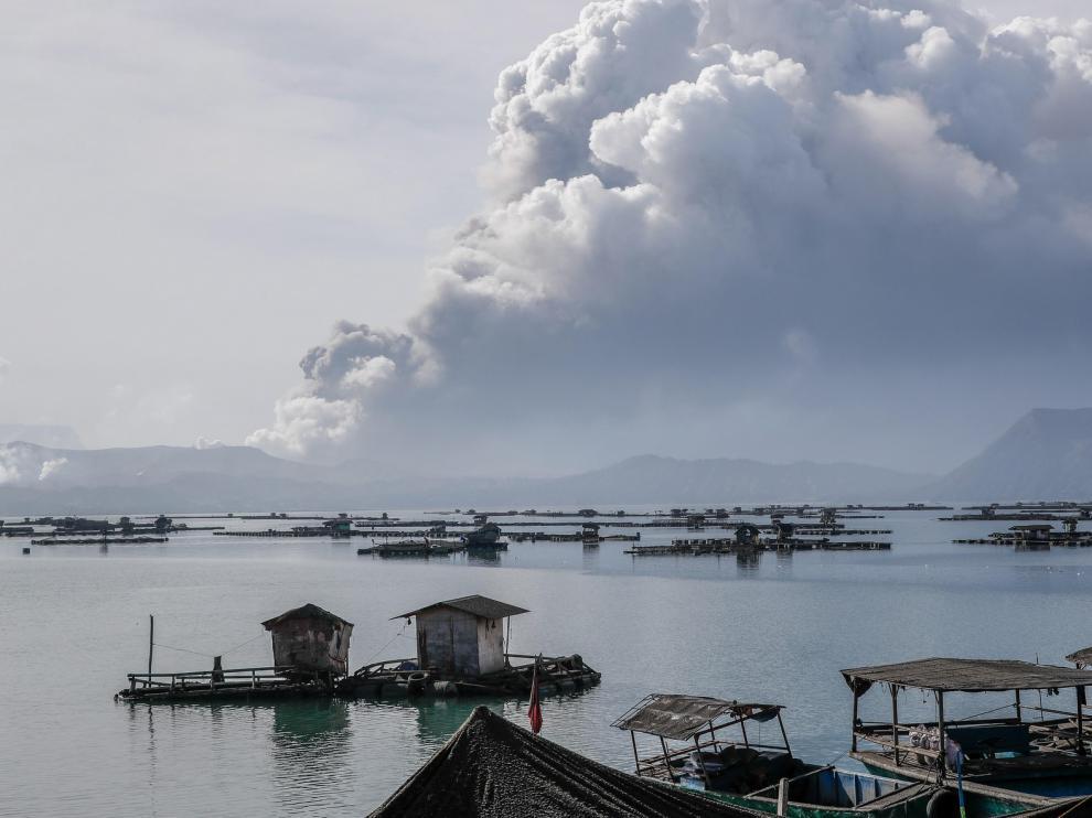 Evacuadas unas 22.000 personas en Filipinas por el volcán Taal