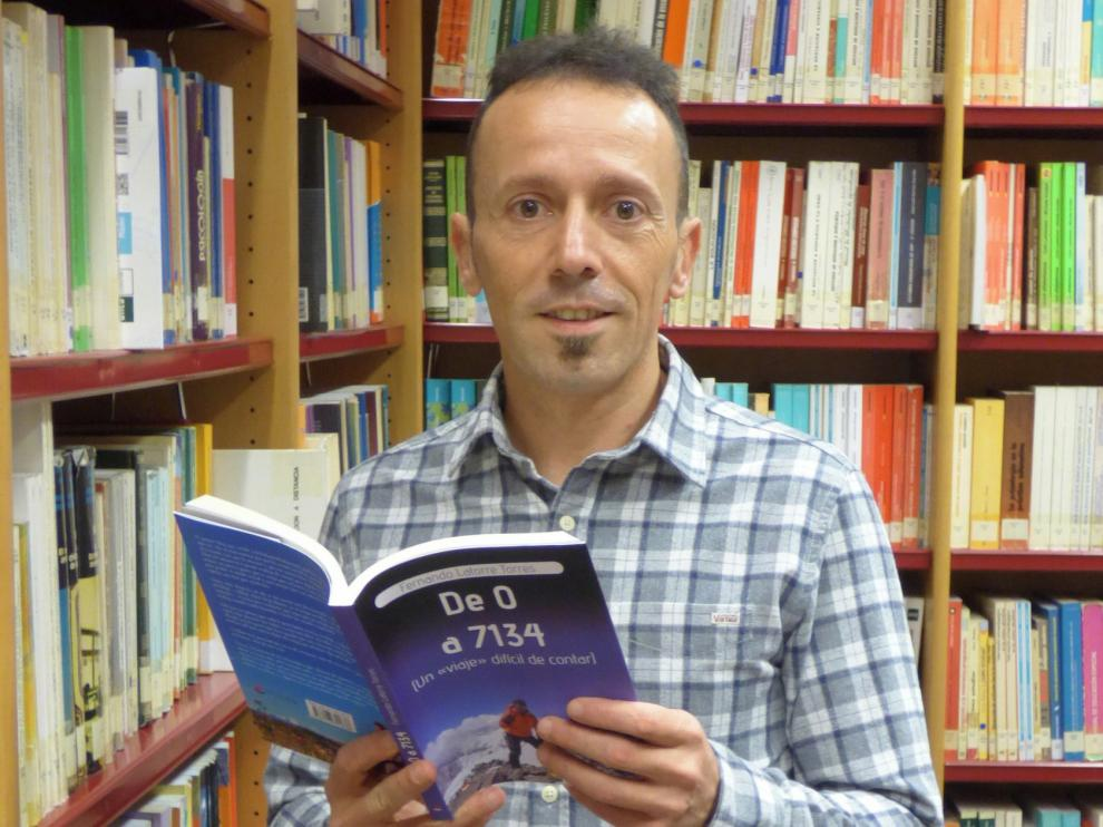 """Fernando Latorre:""""Escribir mi primer libro ha sido más complicado que subir al pico Lenin"""""""