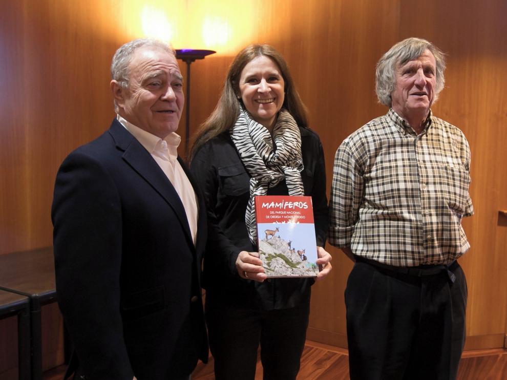 Un libro analiza las 50 especies de mamíferos de Ordesa
