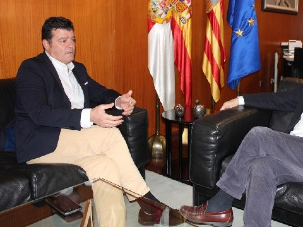 El Presidente de la DPH, Miguel Gracia se reúne con Javier Allué, Comisionado para el Reto Demográfico en Aragón
