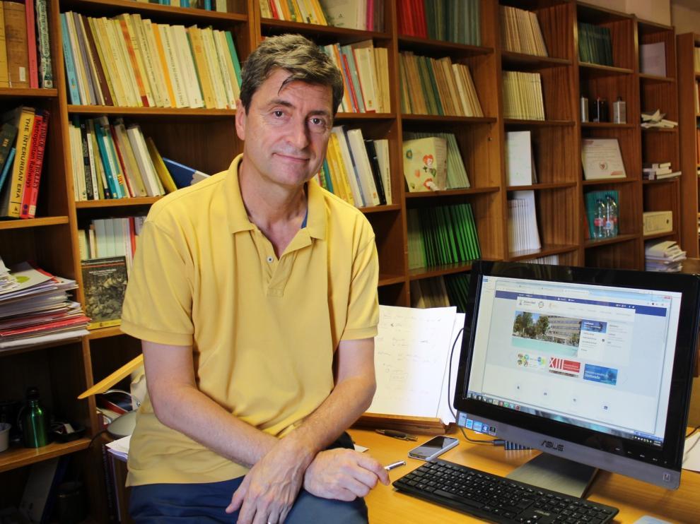 """Vicente Pinilla, catedrático de Historia Económica: """"Hay que contar con la gente, ver qué oportunidades quiere y acompañarla"""""""