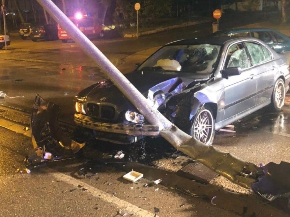 Un herido en un aparatoso accidente de madrugada frente al Hospital San Jorge de Huesca