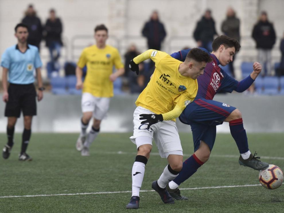 El Huesca gana con sufrimiento su primer partido en casa